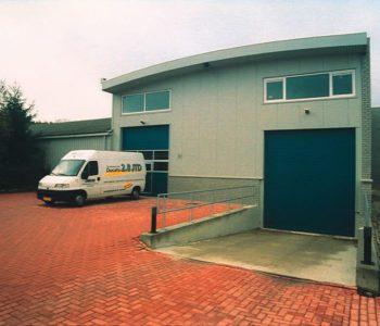 Bedrijfsgebouw-met-kantoor-en-magazijn